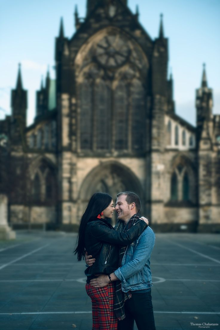 Couple photoshooting in Glasgow - Scotland