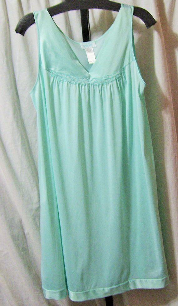 Classic Vanity Fair Night Gown Aqua Green Waltz Size