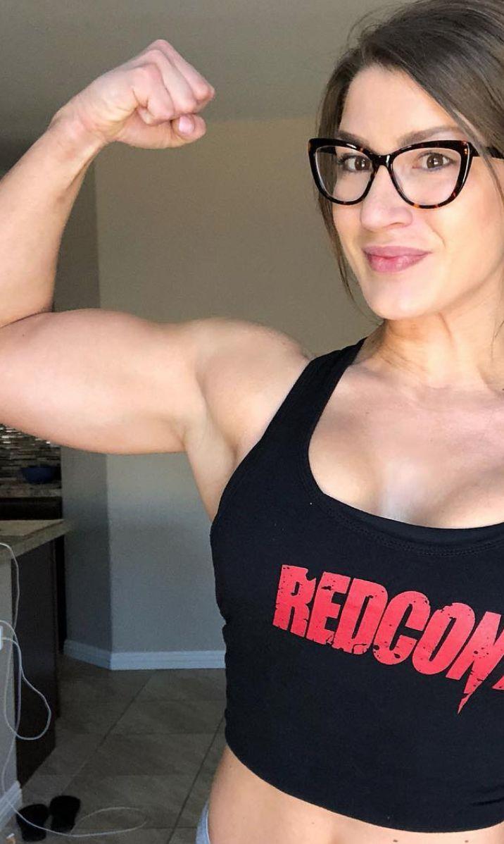 Muscle girl gym-999