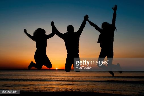 503568181-silhouette-of-friends-jumping-on-beach-gettyimages.jpg (507×337)