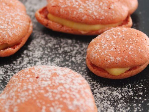 Ostras de abóbora/// Estes bolinhos repletos de especiarias e com um recheio especial de abóbora são perfeitos para o Outono e para os dias chuvosos...  Read more at http://pt.petitchef.com/receitas/sobremesa/ostras-de-abobora-fid-1557892#B2WVFESwj56h8bgb.99