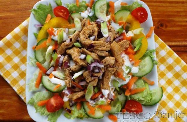 Vitaminsaláta gyros csirkemellcsíkokkal - Recept - Tesco Főzni jó