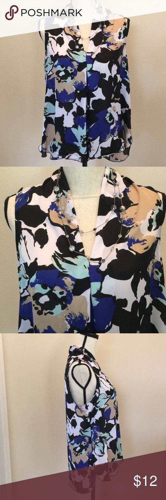Liz Claiborne top Beautiful sleeveless Liz Claiborne hi lo top. Offers Welcome! Buy 2 or more items in closet and save 10%! Liz Claiborne Tops Blouses