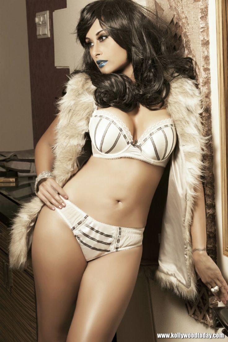 Want that bopanna in bikini damn she's