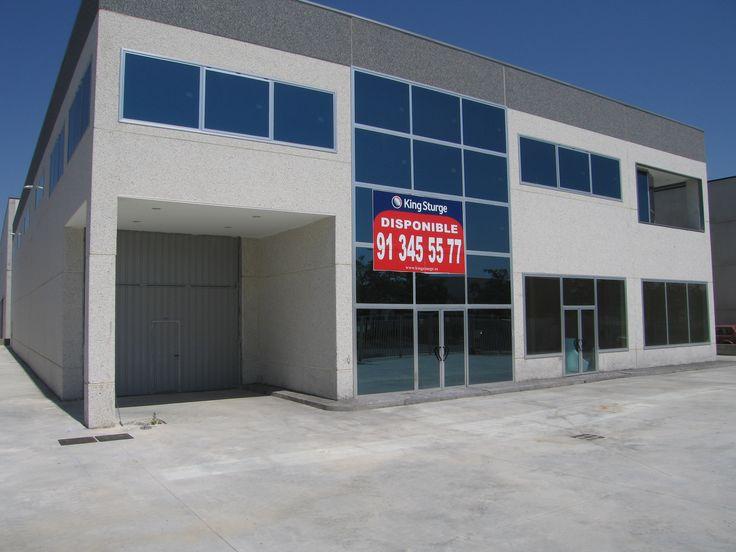 NEWDEC, S.A.L.: Empresa dedicada a la ejecución de proyectos de iluminación de interiores nacionales e internacionales. Nave de 1.500 m2 en la Localidad de Alcalá de Henares, construida en el año 2005.http://www.tekton.es/