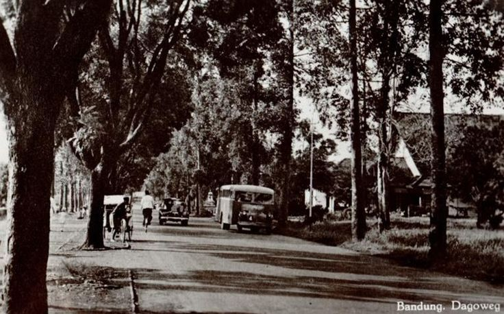 My playground when I was in high school, I wish we can keep this street exactly like it used to be Jalan Dago circa 1935
