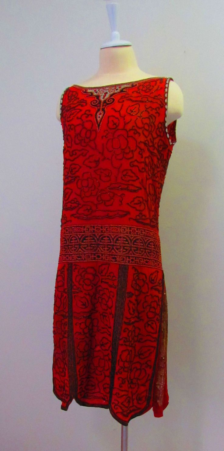 Chinoiserie style 1920s dress with beading with gold sequined inverted pleats