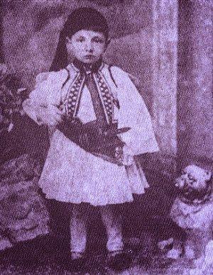 Ο Τζόρτζο ντε Κίρικο μικρό παιδάκι με φουστανέλα