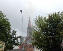 Słyszeliście, że wczoraj spłonął dach wieży, perełki stylu neoromańskiego, czyli kościóła Św. Wojciecha? :( Zdjęcia i film na http://mlodywschod.pl/przestrzen-miasta/plonaca-wieza-w-kosciele-sw-wojciecha-runela-film/.