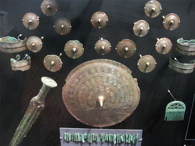 Grave goods of a woman from Hverrehus, ca 1400 BC