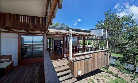 Stradbroke Island beach house, Justin O'Neill, timber deck