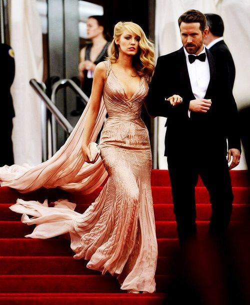 I wish I could have a reason to wear that dress Blake Lively and Ryan Reynolds. Pure beauty! ❤️