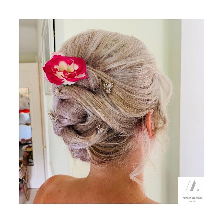 #hair #haar #haarfotos #friseur A recent bridal party on location by Laura and James. #markblakehair