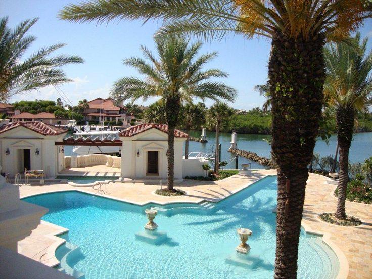 Private Villa in West Palm Beach (FLORIDA - USA) - http://www.achillegrassi.com/de/project/villa-privata-west-palm-beach-florida-usa/ - Schöne private Villa für einen wohlhabenden Industriemagnat in Florida. Für verschiedene architektonische Elemente wie Fenster, Säulen, Rahmen, Geländer, Säulen Hüte, Innenkamine, etc. wurde weißer Stein von Palladium verwendet.