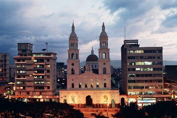 catedral de la sagrada familia bucaramanga, colombia | Bucaramanga, Ciudad Bonita, destino turístico en Santander