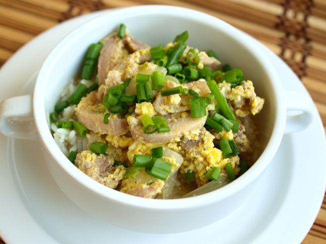 Оякодон (японский рис с курицей и яйцом)