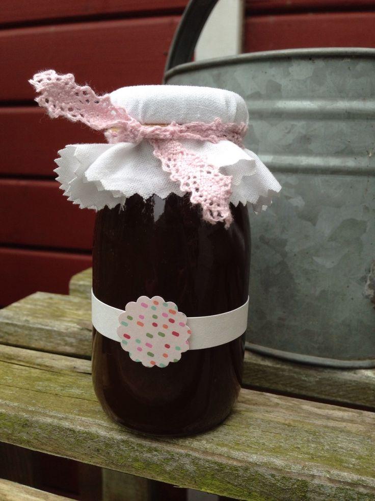Holunderblütensirup wie bei Oma. Wir haben ein ganz einfaches Rezept, ohne Konservierungsstoffe. Das ist so lecker und gelingt immer! Schau mal auf dem Blog vorbei, wir freuen uns.
