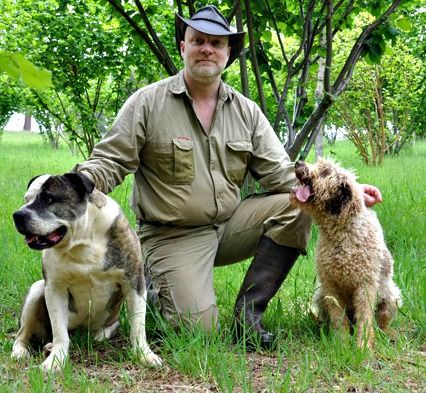 Meet Truffle farmer, Stuart Dunbar and his dogs, Bear and Lani. Bear is a celebrity truffle hunter.  Find out who's the boss.