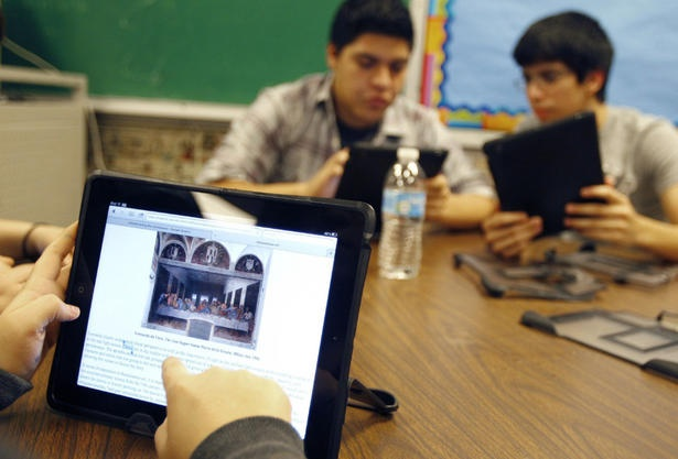 iPads in school: Ontario Grade 3s learn social studies with 'SimCity' iPad game