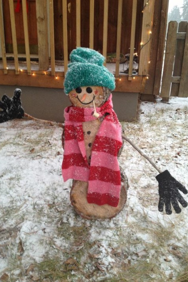 Snowman made out of log rounds! So clever. Cute whether there's snow on the ground or not :)