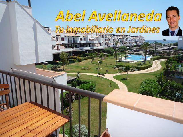 Terraza y vistas de apartamento tipo ático (en 2ª planta, con terraza y solarium).