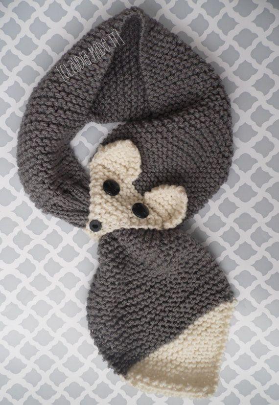 Dieser entzückende Schal ist perfekt für jedes Outfit. Farben können anpassbar sein einfach Nachricht an mich. der Schal ist 31 Zoll lang und 4 1/2 Breite.