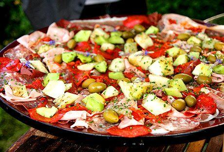 Antipasti med grillad melon, gröna oliver och paprika | Recept.nu