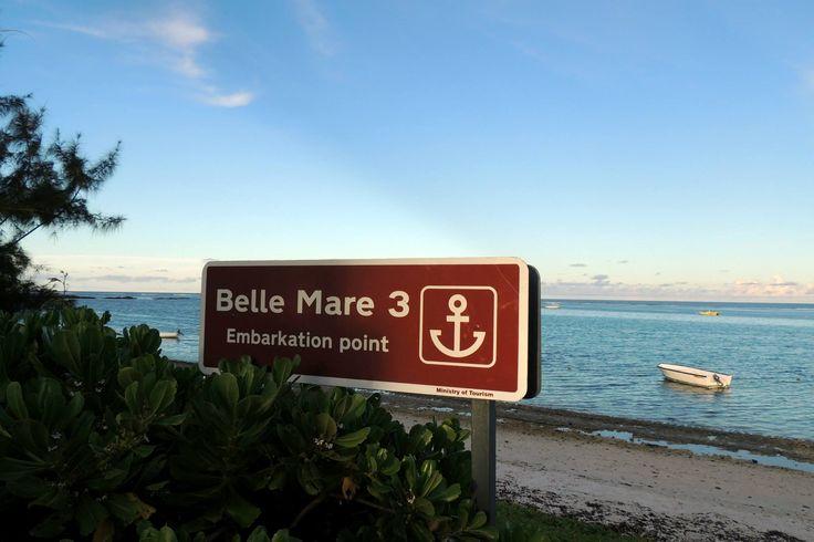 Ostküste Mauritius Belle Mare +Palmar Beach  Im Osten von Mauritius zwischen Belle Mare und Pointe de Flacq liegt der schöne 8km lange Strand von Belle Mare. Sie müssen unbedingt an dem weitläufigen Strand Belle Mare Station machen, um sich einem einmaligen Bade- und Surfvergnügen hinzugeben  Etwas weiter südlich liegt der Palmar Beach mits einem türkisfarbenen Wasser   Beide Strände bieten reichlich Platz und man findet trotz einiger Hotels auch ruhige  Strandabschnitte.