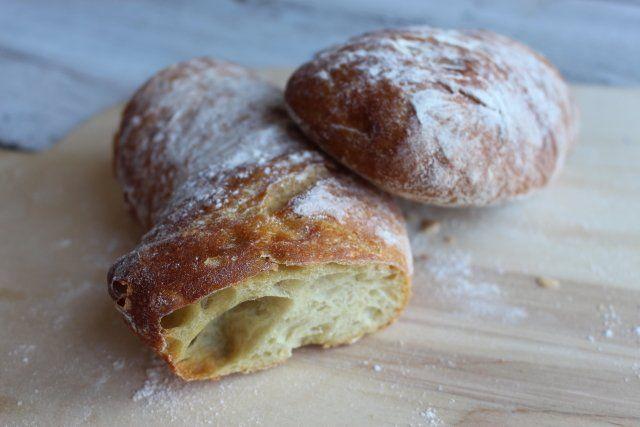 Az egyszerűen elkészíthető recept családi élménnyé teszi a kenyérsütést.