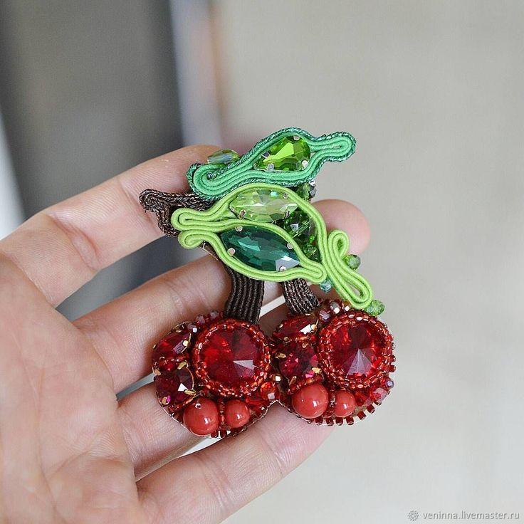 """Купить Брошь """"Вишенки"""" - ярко-красный, стразы, Сваровски, брошь, брошь вишня, подарок девушке"""