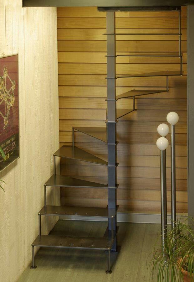 escalera de caracol para planta dormitorio