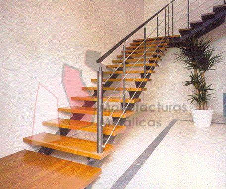Escalera con huella de madera y barandilla en acero for Escaleras de metal