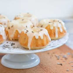 Lemon Lavender Tea Cakes- the edible embodiment of 'chic.' A perfect spring, Easter, or tea party dessert!