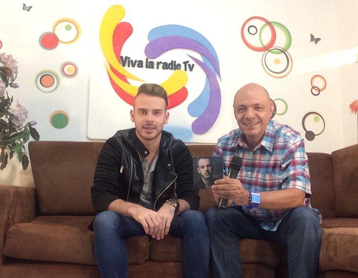 Estamos en vivo con el artista @MateoCarvajal lanza su video Bésame  Conectate aqui www.vivalaradiotelevision.com