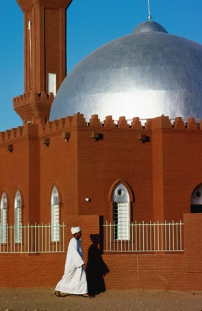 Tomb of the Mahdi mosque ~ Al Khartum, Republic of the Sudan [photo by Eric Wheater/Lonely Planet Getty Images]....