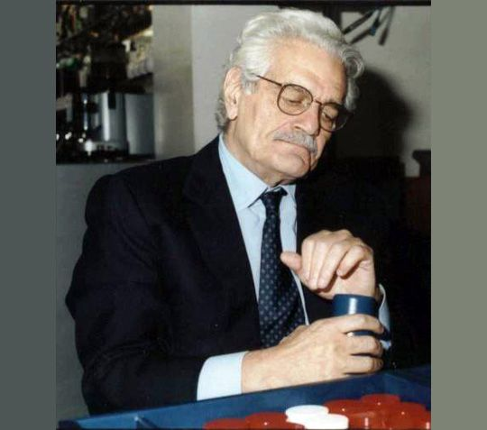 Celebrity backgammon player - Omar Sharif; Online Backgammon > on.fb.me/1869cF3