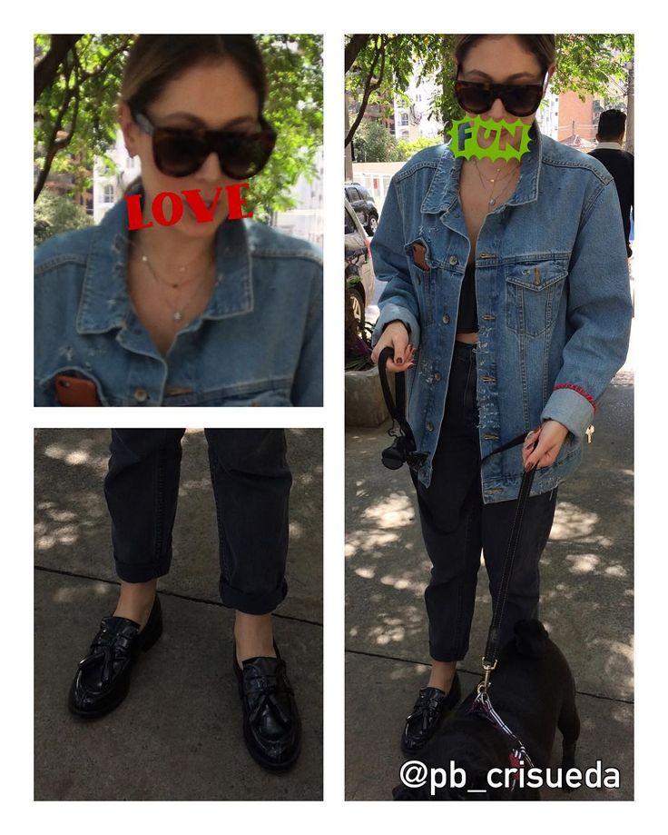 Close no look e detalhes bafônicos dessa moça: óculos Céline, mocassim, top, calça reta e jaquetão jeans. Lindo né? 😎 #streetstyle #oculosceline #mocassim #top #calçareta #jaquetajeans #personalbranding #pbcrisueda