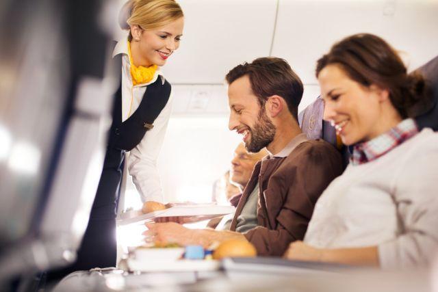 Νέα σερβίτσια στην Economy Class προσφέρει η Lufthansa: Η Lufthansa σερβίρει γεύματα και ποτά στους επιβάτες της Economy Class σε όλες τις…