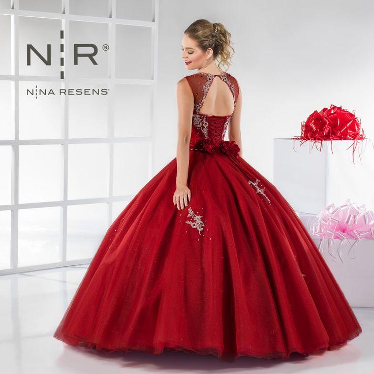 Si tu fiesta es en Diciembre o Enero, este vestido te quedará perfecto es el modelo #Hannah de la colección #Moderna. Es un modelo muy de temporada, lo tenemos en color rojo, lila, verde jade, coral y aqua. #XV #Party #Dress by #Ninaresens.