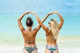 Resultado de imagen para fotos tumblr de amigas para imitar en la piscina