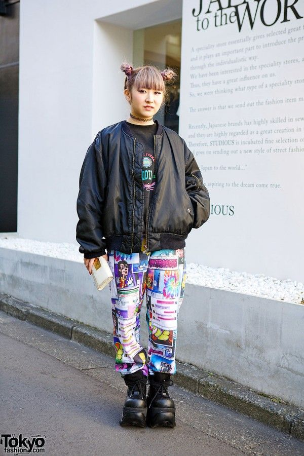 Chanchi is a 19-year-old girl with a lilac twin buns hairstyle who we met in #Harajuku. Her look includes a resale bomber jacket (from Mang King Fung) with Jeremy Scott graphic pants and chunky platform shoes. #tokyofashion #street snap