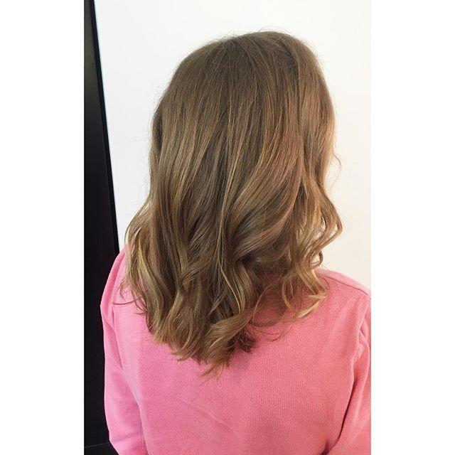 Varmt mörkblont hår med ljusa slingor  #workbyme #hair #babylights #darkblonde #blonde #sombre #highlights #frisör #frisöröstermalm #sandrastjerna
