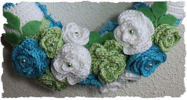 Gehaakte krans - groen/blauw/wit