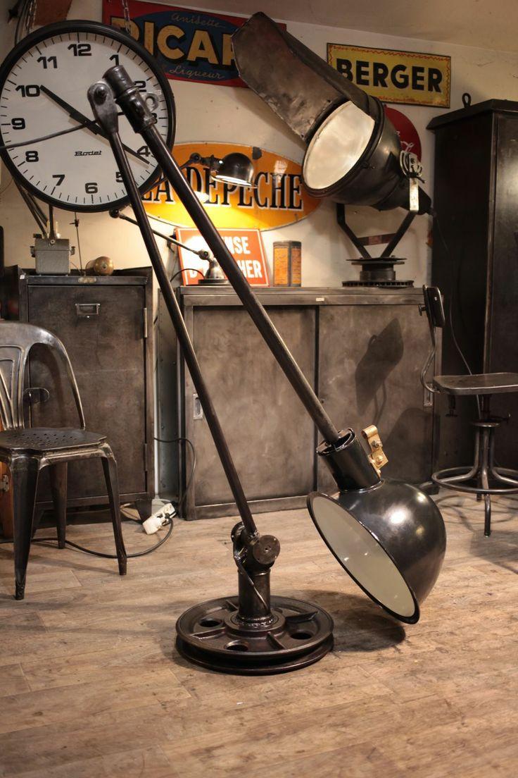 Lampe réalisé a partie de vieux element ancien . Renaud Jaylac Creation