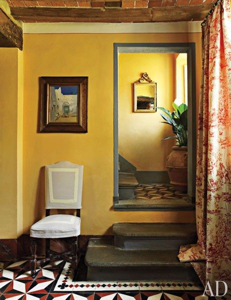 See How Dede Pratesi Brought The History Of Her 17th Century Family Villa In Tuscany To Life Staircases Home Decor Yellow Walls Tuscan House