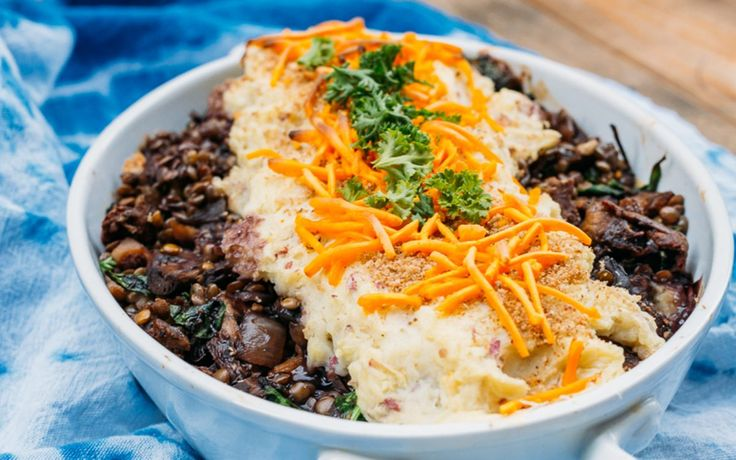 <p>Potatoes, mushrooms, lentils, vegan cheese shreds, spinach, and bread crumbs all layered up in one delicious dish – that is the beauty of Shepherd's Pie. </p>