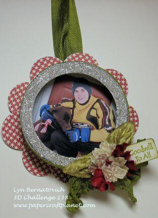 Ornaments using a mason jar lid! Brilliant!