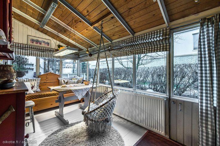 Myytävät asunnot, Kotitorpantie 5 C, Helsinki #oikotieasunnot #kuisti #keinu