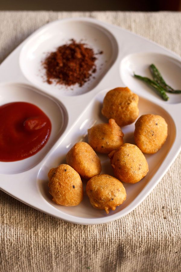 moong dal bhajiya or pakoras – mildly spiced, fried fritters made from yellow mung lentils. enjoy this street food snack of mumbai with a cup of hot tea.  #fritters #pakoras