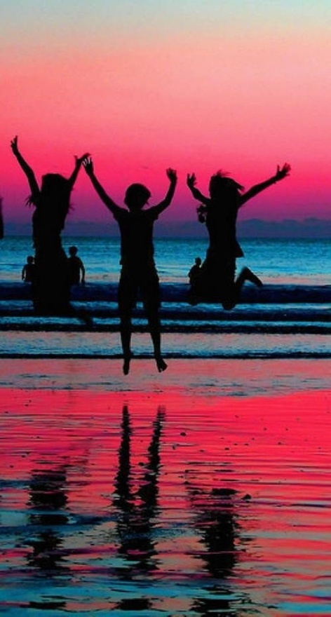 Beach pictures with friends(: I would love to do this! (can't find original site)